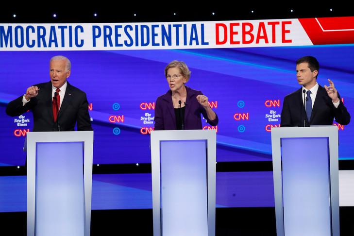 Lancien-president-Joe-Biden-gauche-senatrice-Elizabeth-Warren-centre-Pete-Buttigieg-droitedu-debat-linvestiture-democrate_0_729_486