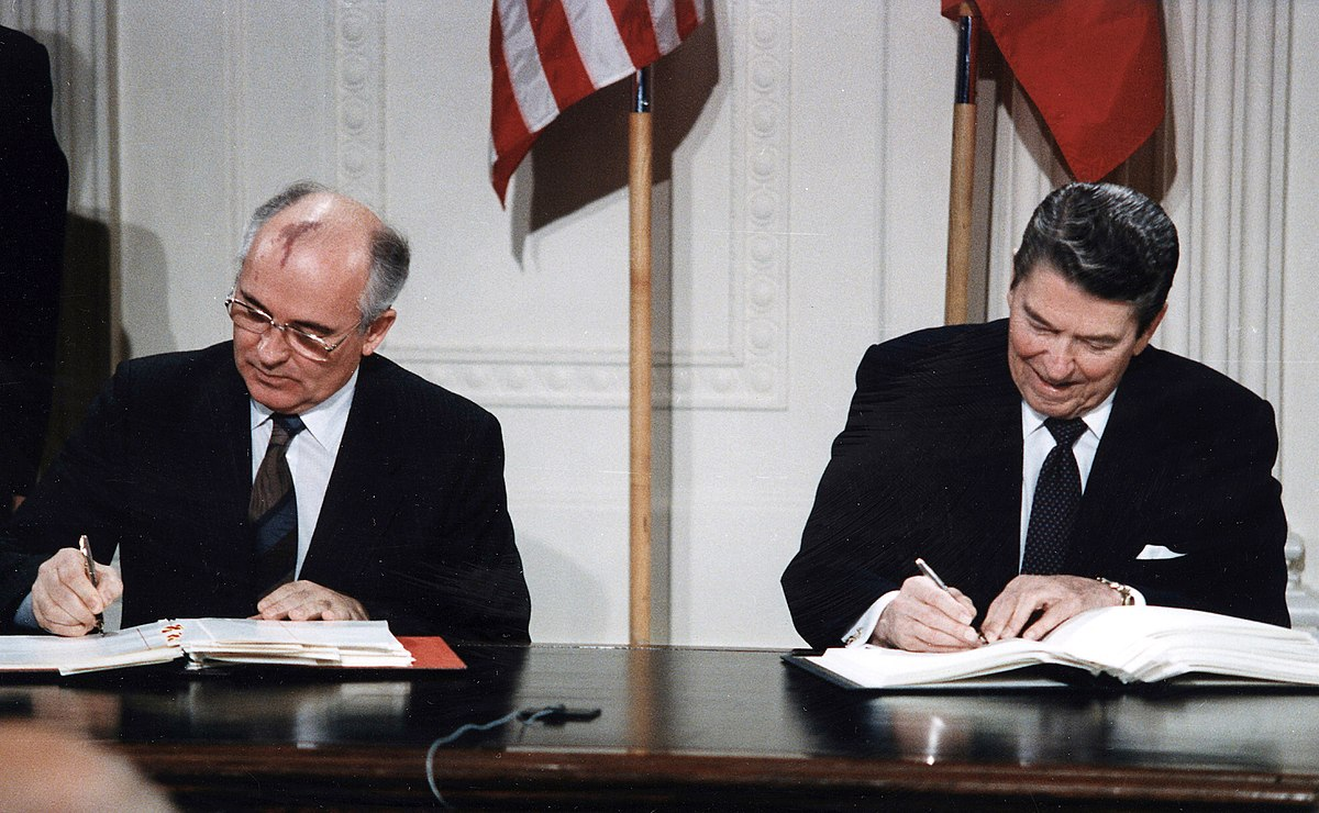 1200px-Reagan_and_Gorbachev_signing